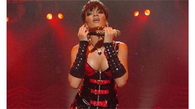 Rihanna'nın konser kıyafetleri nefes kesti!